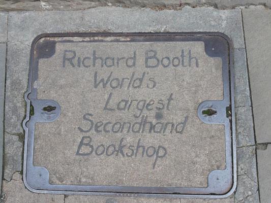 Vor dem Richard Booth Buchladen