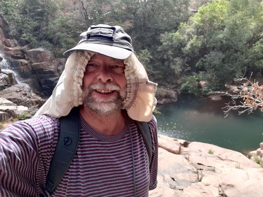 vor dem Wasserfall Djendjeni