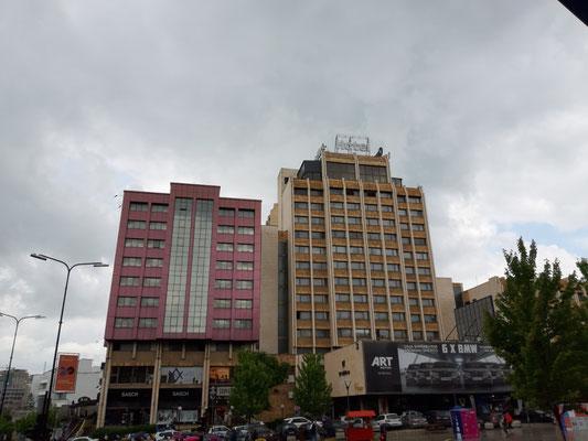 Das berühmte Grand Hotel in Pristina