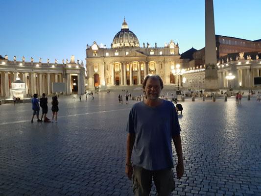 Am Abend vor dem Petersdom