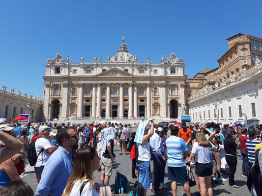 Gleich spricht der Papst das Angelusgebet