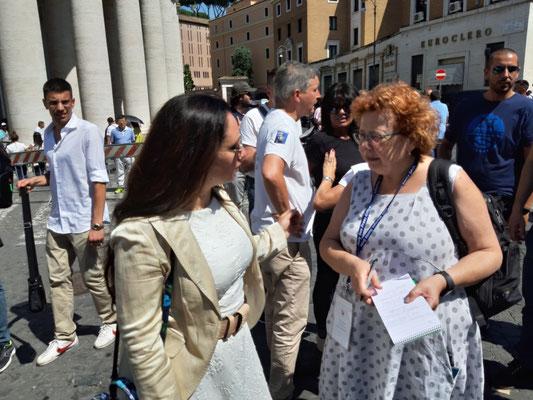 Laura Sgro, die Anwältin der Familie Orlandi mit Elisabetta Povoledo, Korrespondentin der NY Times