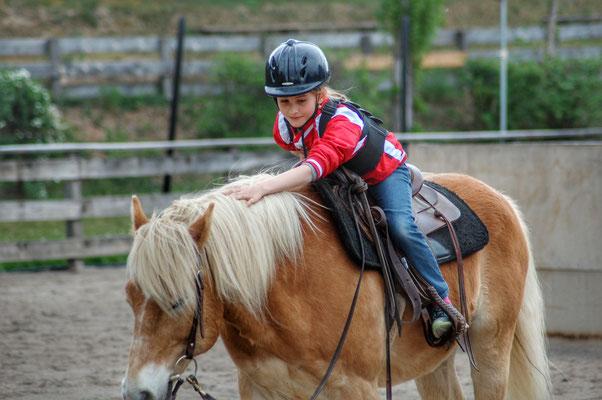 Kinderreitwochen 2018 Jana auf Haflinger Pferd Reitstunde