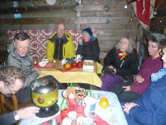 oder in der rustikalen Hütte bei Hans.