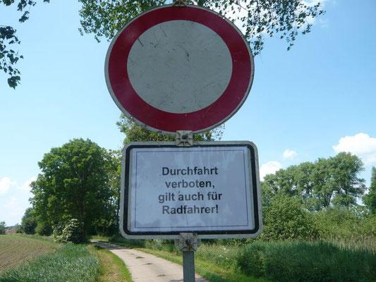 Schild am Streckenabschnitt.