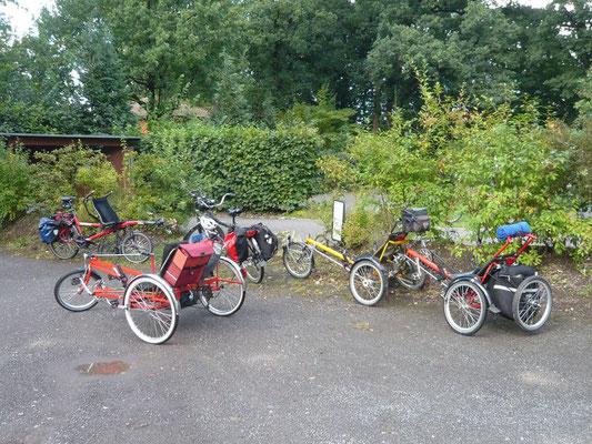 Ein Teil der Fahrrräder bei der Pause in Etzhorn.