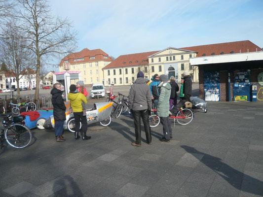 Der Treffpunkt Pferdemarkt bei kaltem und sonnigen Wetter.