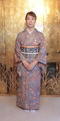 公恵さんは麻実さんが結びました。
