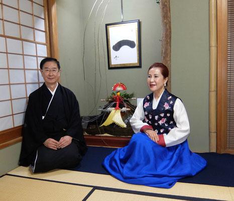 宗家と韓国茶道家元、李瑛子先生。
