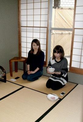 御茶を戴ている方は中国からの御客様です。