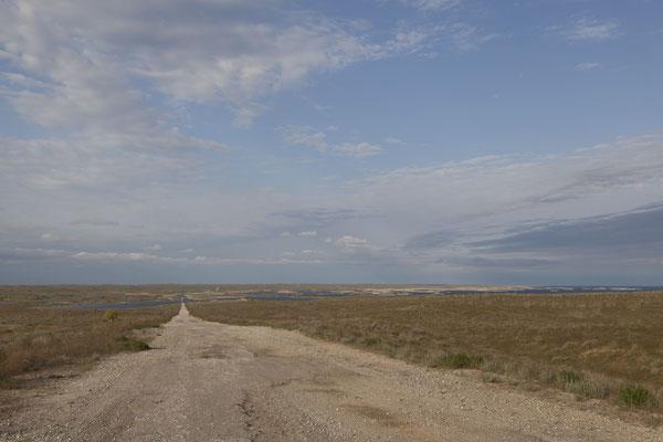 Steppe mit Aydarkul-Stausee