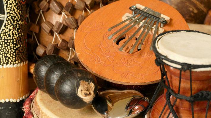 Musiktherapie ist hilfreich bei Posttraumatischen Belastungsstörungen (PTBS) und in der Traumatherapie. Auch Ängsten und Panickattacken können in der Musiktherapie spielerisch begegnet werden und Veränderungen können experimentell erprobt werden.