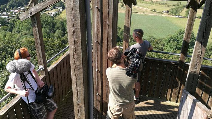 Gedreht wurde auch auf dem 40 m hohen Klimaturm, welcher kaum 100 m von den Baumzelten entfernt ist.