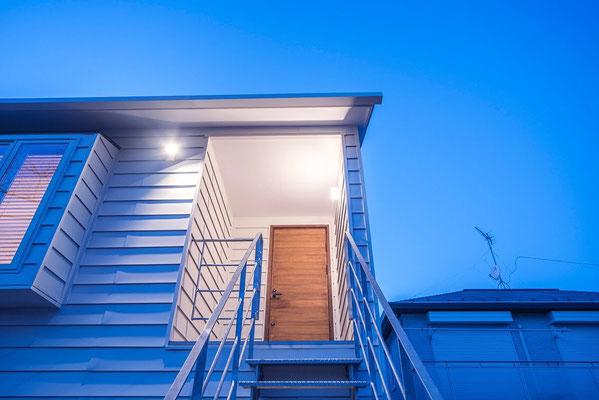 【注文住宅】千葉県松戸市の二世帯住宅 重層長屋の家 鉄骨階段アプローチ