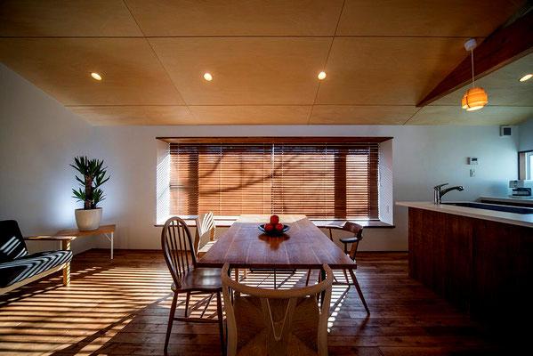 【注文住宅】千葉県松戸市の二世帯住宅 重層長屋の家 2階リビング 出窓