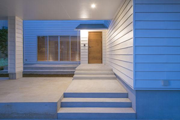 【注文住宅】千葉県松戸市の二世帯住宅 重層長屋の家 1階アプローチ