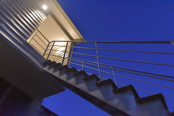 【注文住宅】千葉県松戸市の二世帯住宅 重層長屋の家 鉄骨階段