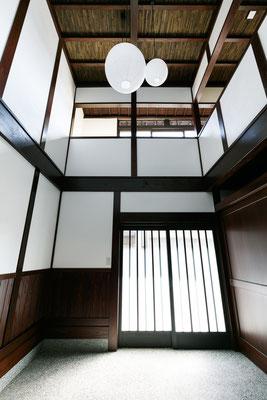 【注文住宅】石川県七尾市の古民家改修(リノベーション) 玄関 吹抜け
