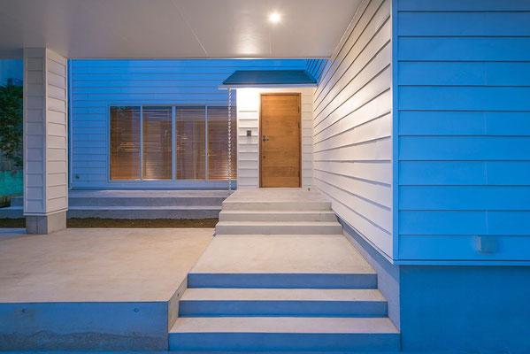 【注文住宅】千葉県松戸市の二世帯住宅 重層長屋の家 アプローチ空間