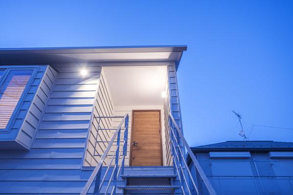 【注文住宅】千葉県松戸市の二世帯住宅 重層長屋の家 2階アプローチ