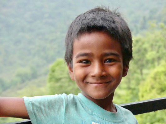BE YOGI Yoga Beate Laudien Yoga Mainz Donation for Nepal - Sumit