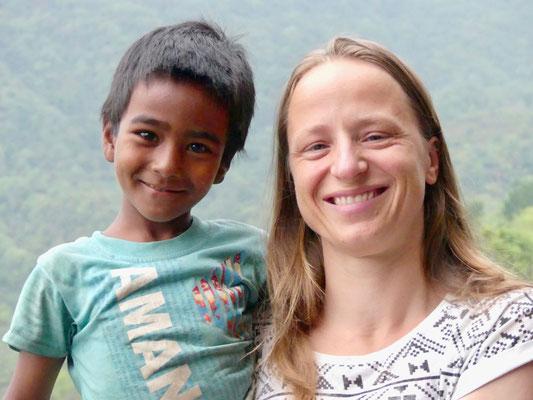 BE YOGI Yoga Beate Laudien Yoga Mainz Donation for Nepal - Sumit, Beate