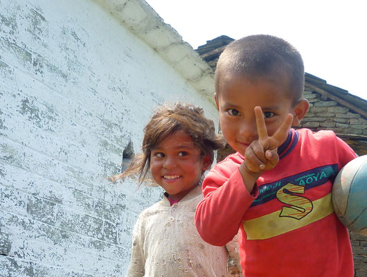 Nepal Earthquake Support by Yoga Bingen BE YOGI Yoga with Beate Laudien - two children playing