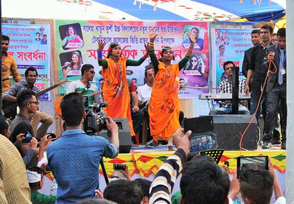 Kulturveranstaltung und Tanz am Tag der Sprache