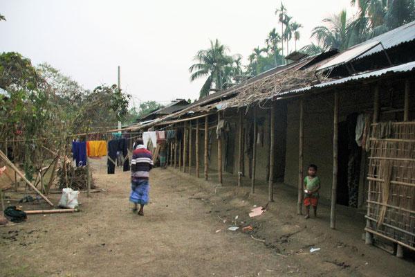 Wohnbaracken im Dorf - hauptsächlich Familien von Landarbeitern