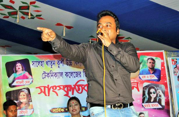 F A Shumon, ein Popstar aus Bangladesch ist zu Besuch an unserer Schule