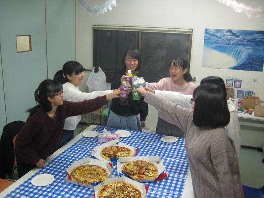 """2019中学3年生クラス卒業パーティ。""""Cheers! """""""