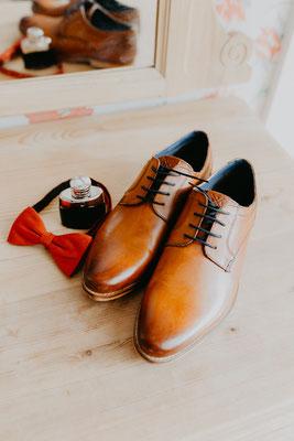 Bräutigam Schuhe und Fliege