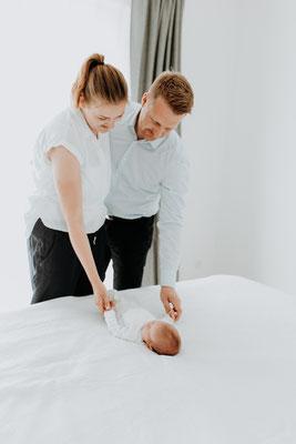 Neugeborenenfotos zu Hause