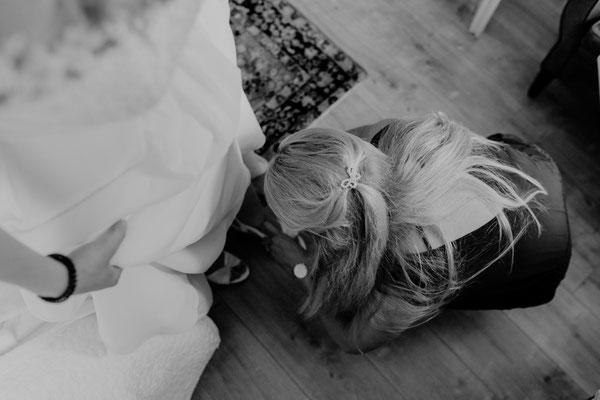 Hochzeit Brautschuhe anziehen