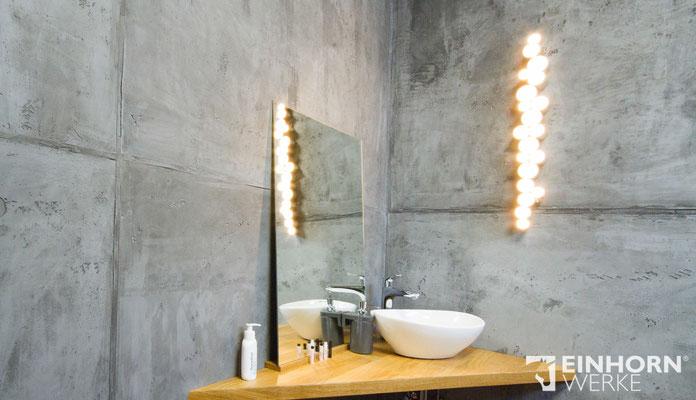 Graue Betooptik Wand im Badezimmer
