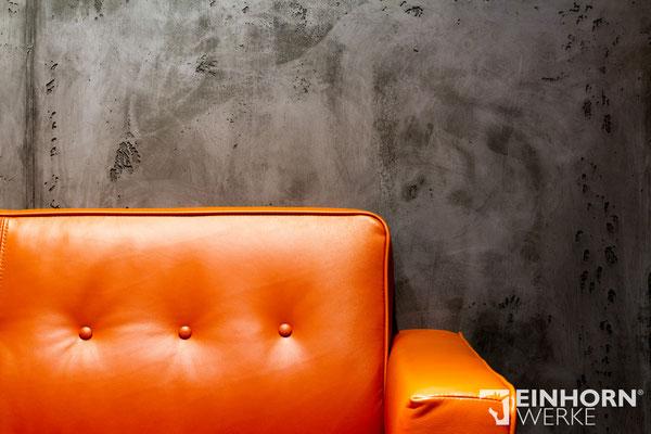 wandgestaltung mit couch im Wohnzimmer