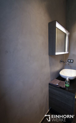 Badezimmer in grauer Betonoptik