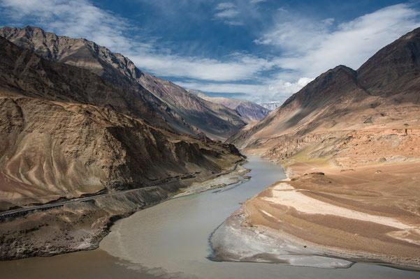 """Zanskar-Indus-Mündung, besondere Anerkennung fotoforum Award 3/2020 Landschaften, Kategorie """"Die Kraft des Wassers"""""""