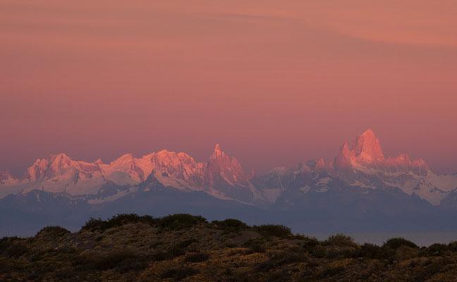 """Cerro Torre und Fitz Roy vor Sonnenaufgang,  Annahme fotoforum Award 3/2020 Landschaften, Kategorie """"Morgenstund"""""""