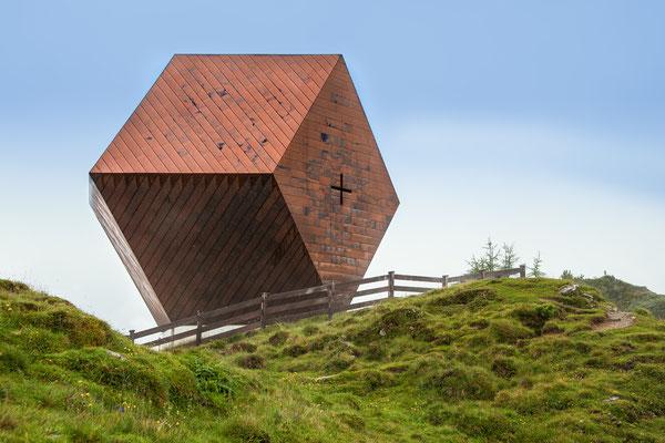 """Granatkapelle, Annahme fotoforum Award 1/2018 Architektur, Kategorie """"Auf dem Lande"""", Heftveröffentlichung"""