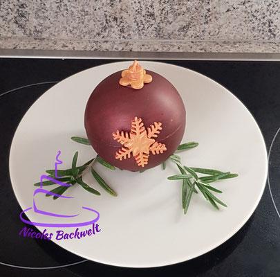 Schoko-Weihnachtshugel gefüllt mit Orangen-Cointreau-Mousse