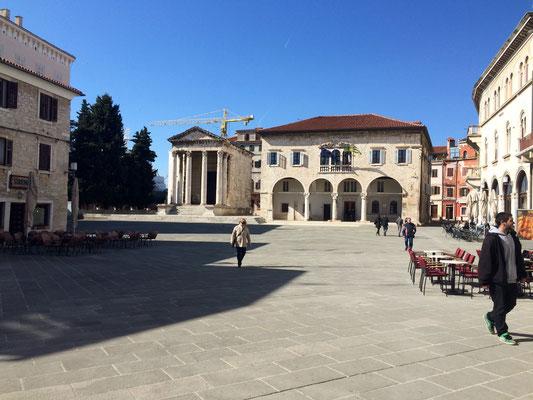 Augustus-Tempel und Rathaus Pula