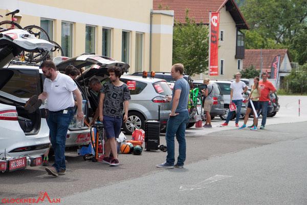 Technische Abnahme des Pacecars und der Fahrräder (Foto: Glocknerman)