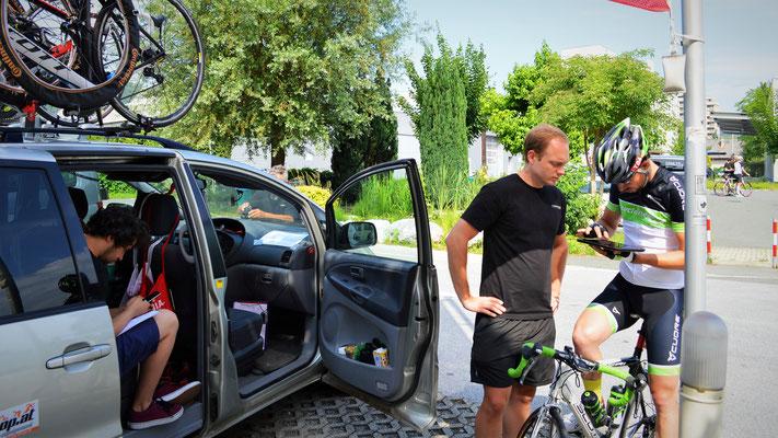 Noch ein kurzes Briefing für die ersten KM bevor sich Matthias auf dem Weg zum CityRadeln aufmacht.