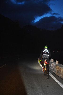 Am Weg von Winklern zur Mautstelle Heiligenblut - die Morgendämmerung setzt ein und wir erreichen die tiefsten Temperaturen unserer Tour.