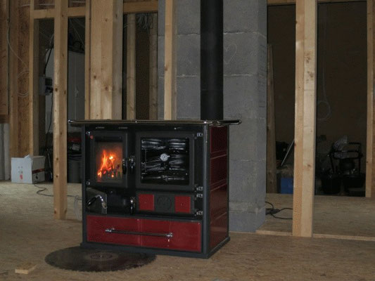 Das erste Feuer in der Küchenhexe