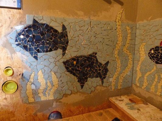 Erste Mosaike an der Wand Sommer 2013