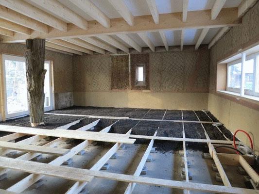 Fußbodenunterkonstruktion und Isolierung mit Blähton Frühjahr 2013