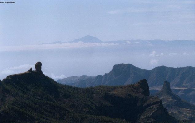 Teide, der höchste Berg Spaniens (3.718 Meter, 27° 58′ N, 15° 36′ W) von Gran Canaria aus geschossen...
