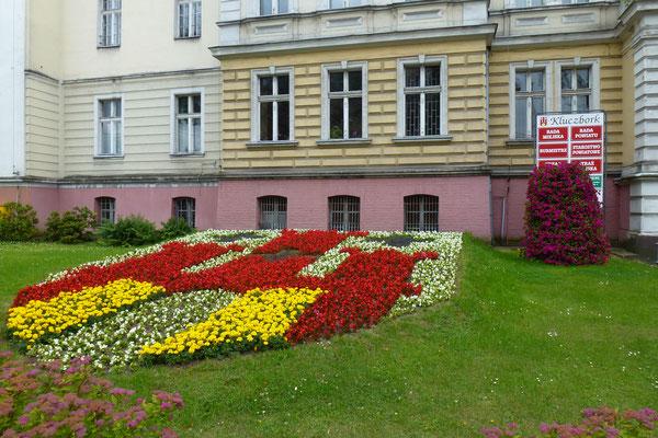 Stadtwappen aus Blumen vor dem Rathaus - Foto: Archiv Partnerstädteverein Bad Dürkheim